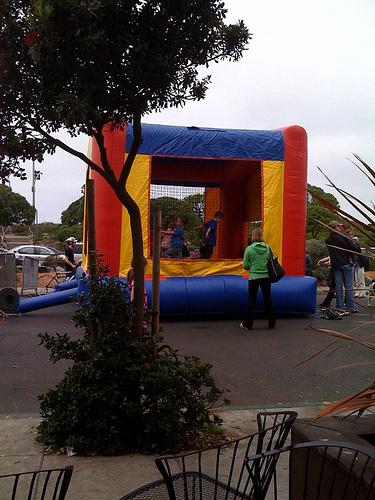 La_playa_bounce_house
